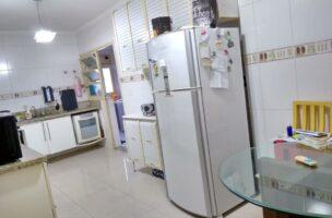 Apartamento a Venda no bairro Gonzaga em Santos – SP. 5 banheiros