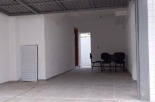Belo  Sobrado novo possuem 2 dormitórios suítes com uma ampla garagem fechada e um quintal individual.