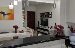 Casa a Venda no bairro Embare em Santos – SP. 3 banheiros, 3 dormitórios com suite e quintal