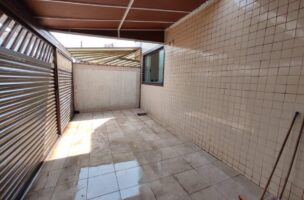 Casa a Venda no bairro Ponta da Praia em Santos – SP. 2 banheiros