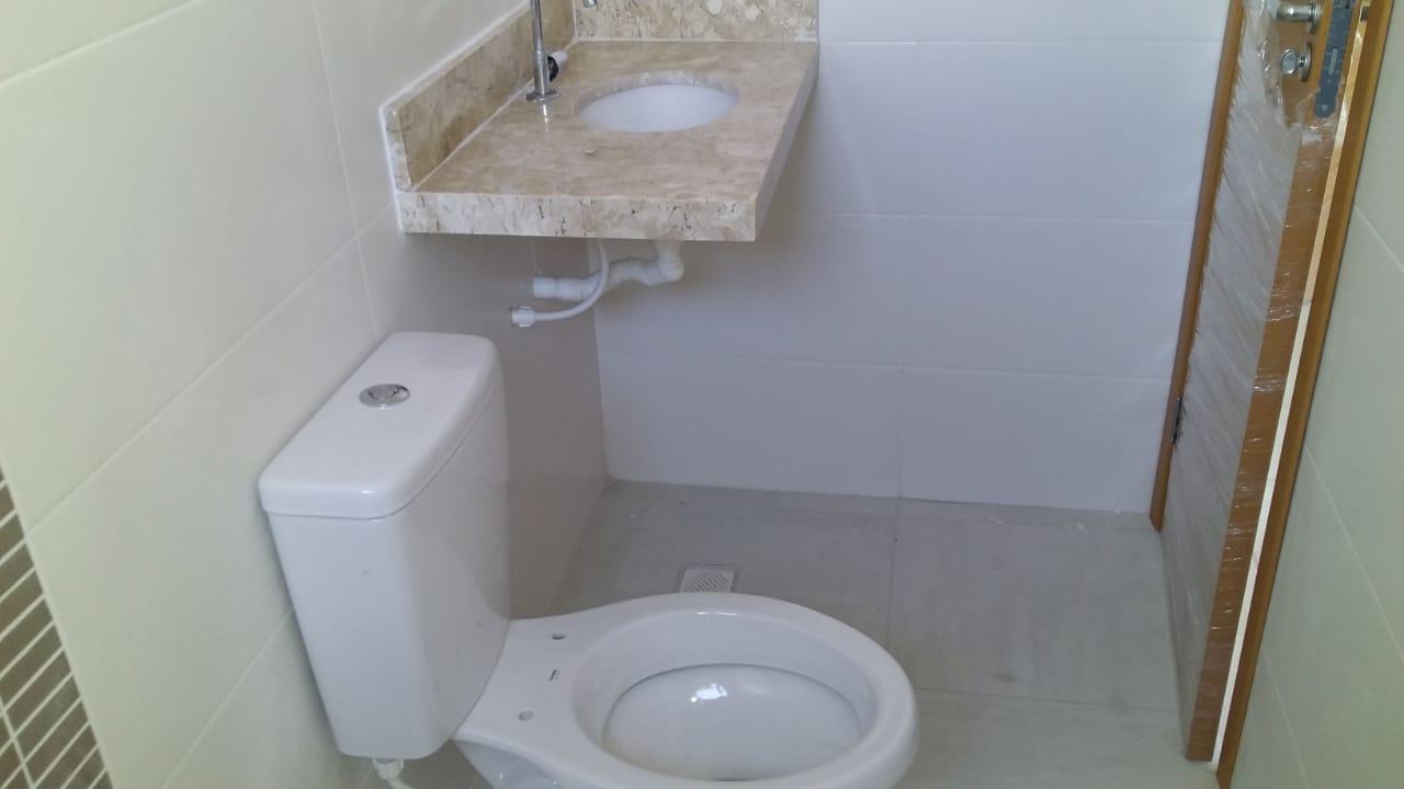 Belo  Sobrado novo possuem 2 dormitórios suítes com uma ampla garagem fechada e um quintal individual. - foto 44
