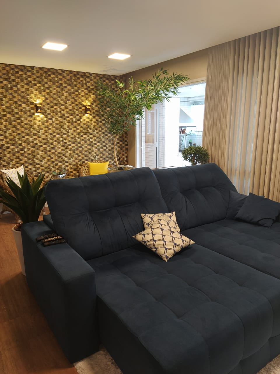 Embaré amplo apartamento com 3 dormitórios, sendo uma suite , ótima sala para 2 ambientes com varanda gourmet - foto 24