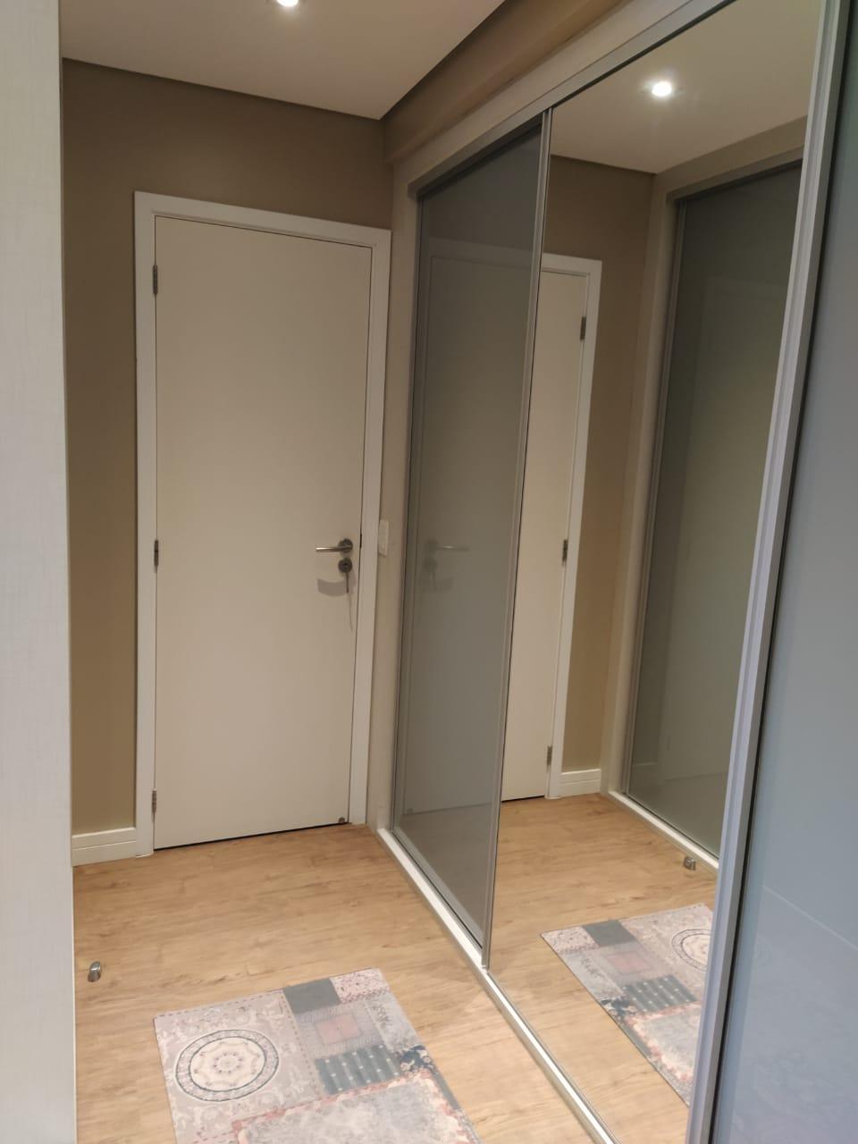 Embaré amplo apartamento com 3 dormitórios, sendo uma suite , ótima sala para 2 ambientes com varanda gourmet - foto 17