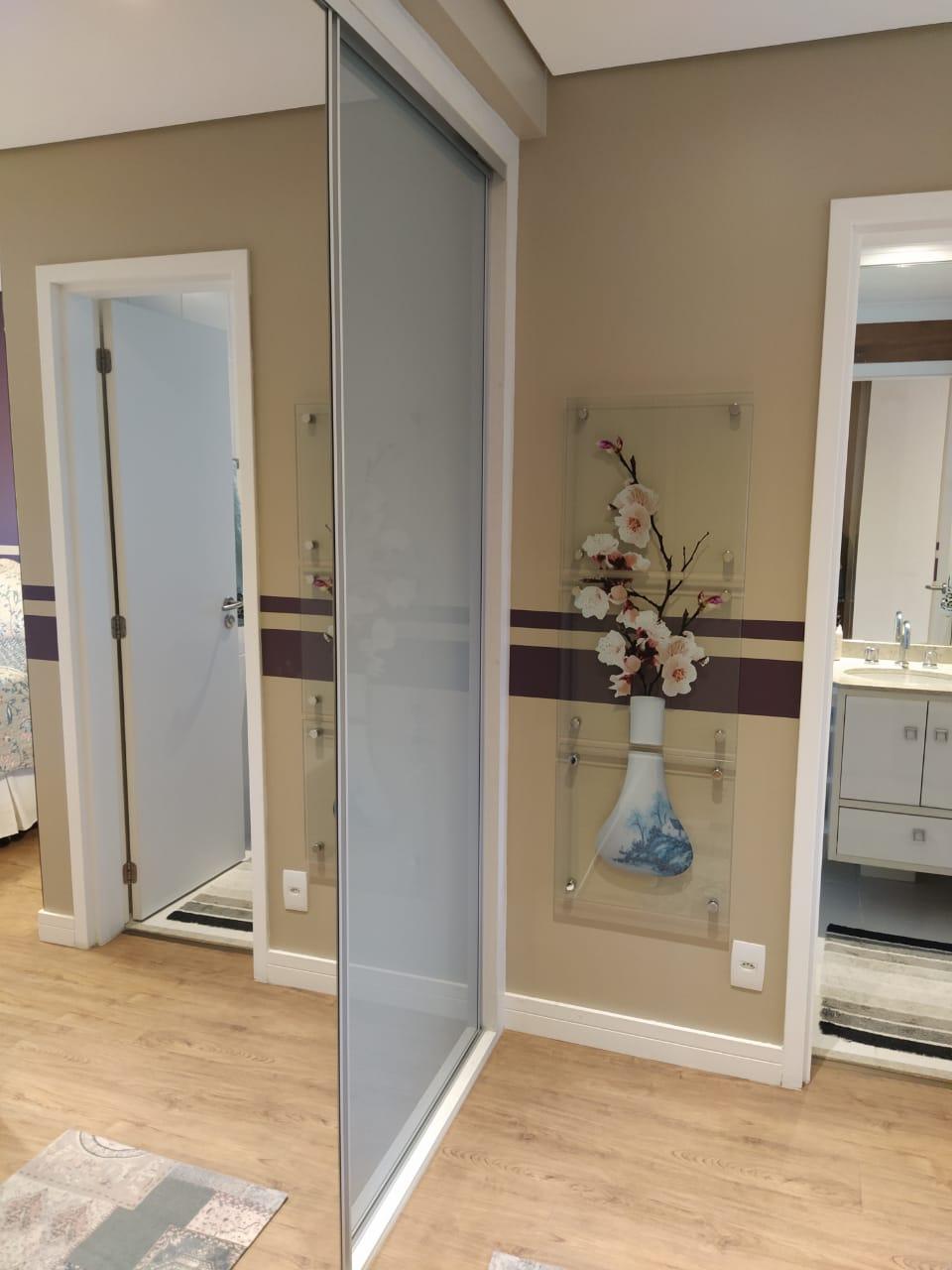 Embaré amplo apartamento com 3 dormitórios, sendo uma suite , ótima sala para 2 ambientes com varanda gourmet - foto 1