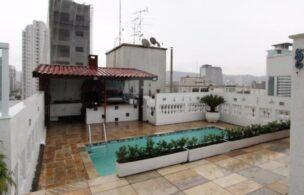 Gonzaga Apartamento de Cobertura Ampla com 523 metros de área útil com 4 dormitórios sendo 3 suítes e 3 garagens fechadas