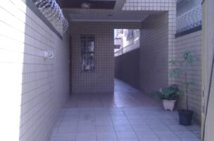 Vendo sobreposta  3 dormitórios com 2 suítes , térrea ensolarada no Embaré entre o canal 4 e canal 5