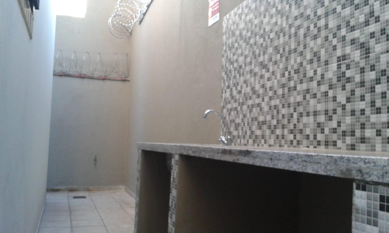 Vendo sobreposta  3 dormitórios com 2 suítes , térrea ensolarada no Embaré entre o canal 4 e canal 5 - foto 3