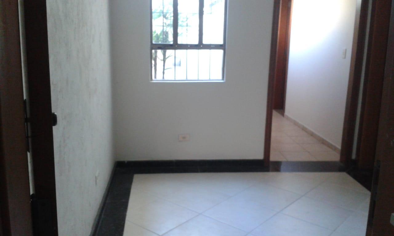 Vendo sobreposta  3 dormitórios com 2 suítes , térrea ensolarada no Embaré entre o canal 4 e canal 5 - foto 26