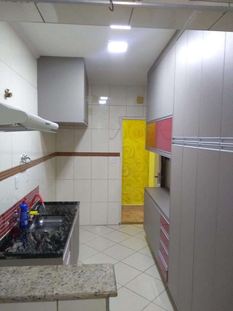 Vendo marapé apartamento 2 dormitórios  muito bem acabado com decoração em gesso 3 D na sala de dois ambientes - foto 4