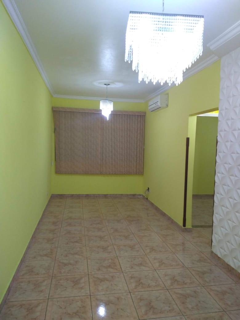 Vendo marapé apartamento 2 dormitórios  muito bem acabado com decoração em gesso 3 D na sala de dois ambientes - foto 2