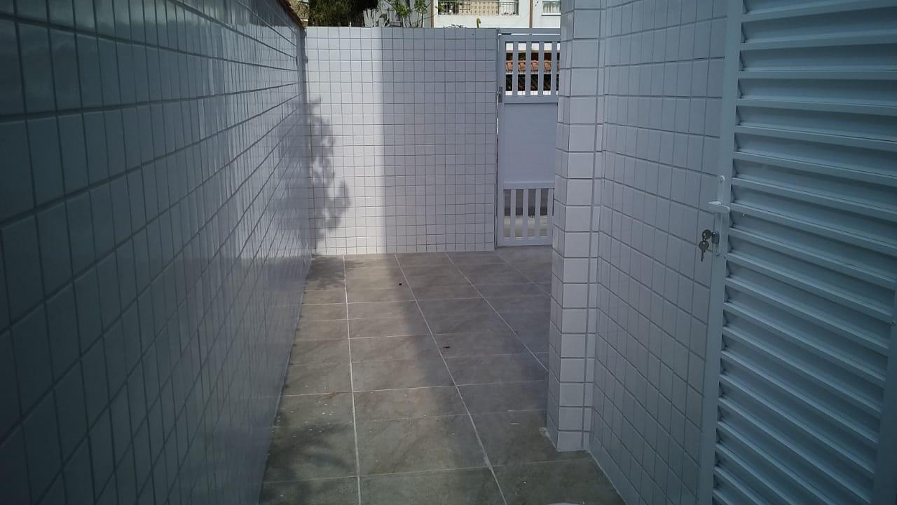 Lindo Sobrado novo entre canal 4 e canal 5sendo 2 Suites com ampla varanda e garagem fechada com amplo quintal . - foto 42