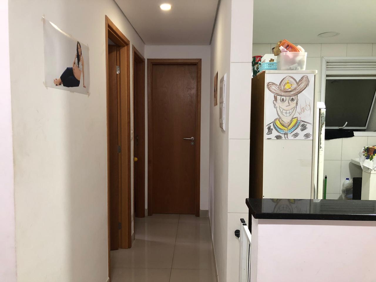 Seminovo apartamento de 2 dormitórios com pisos em porcelanato, sala 2 ambientes - foto 11