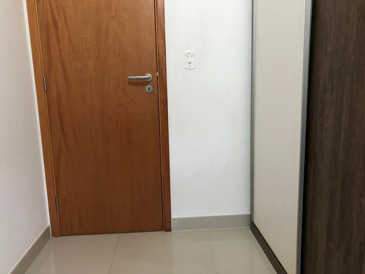 Seminovo apartamento de 2 dormitórios com pisos em porcelanato, sala 2 ambientes - foto 8