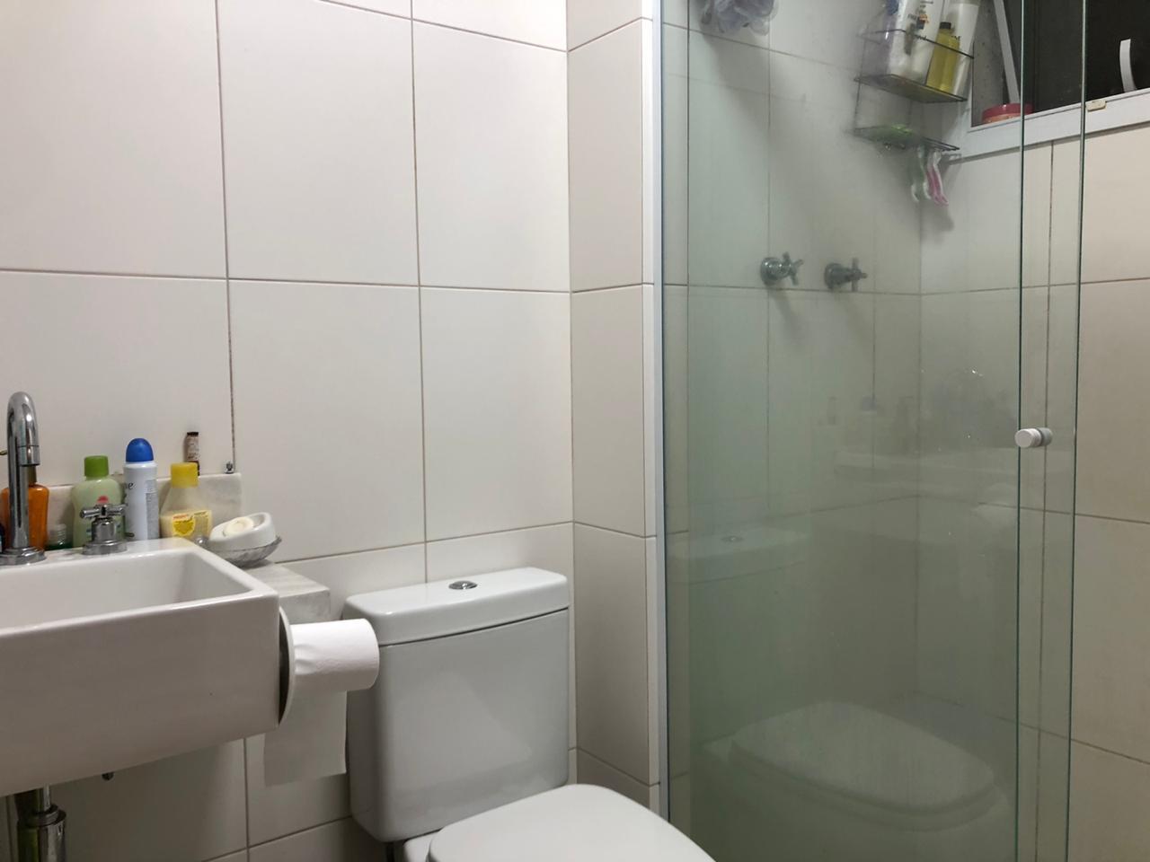 Seminovo apartamento de 2 dormitórios com pisos em porcelanato, sala 2 ambientes - foto 5