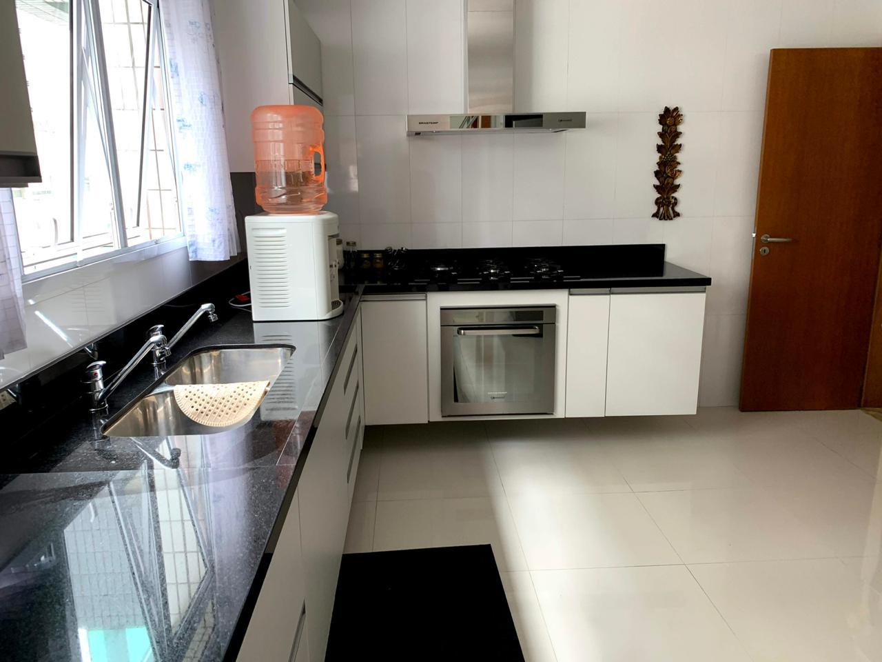 Excelente semi novo apartamento com 160m, uma quadra da Praia, Duas vagas de garagem, 3 suítes - foto 40