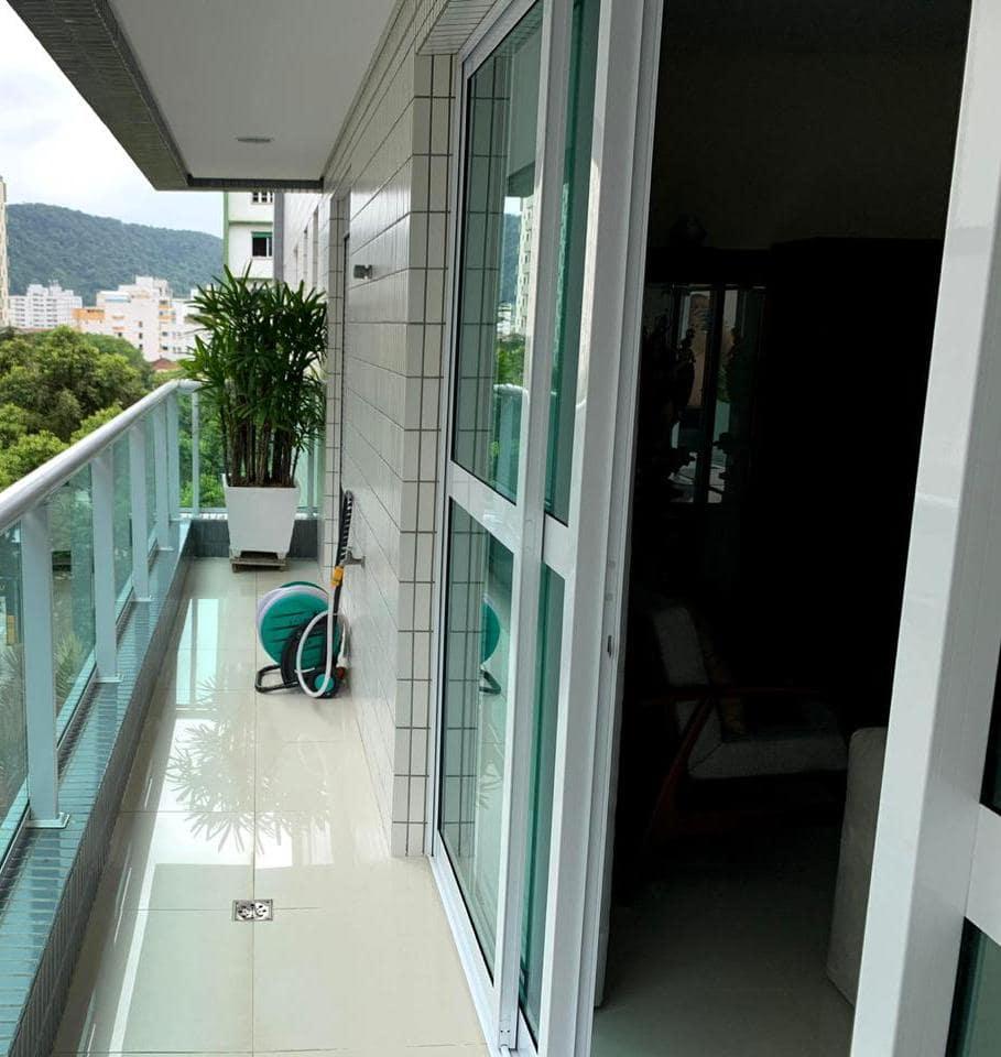 Excelente semi novo apartamento com 160m, uma quadra da Praia, Duas vagas de garagem, 3 suítes - foto 39
