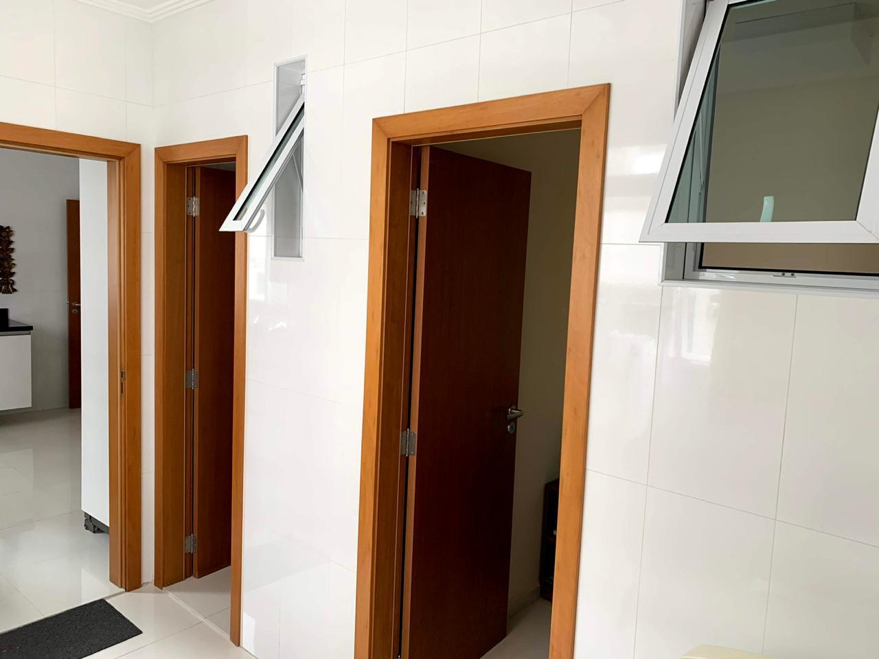 Excelente semi novo apartamento com 160m, uma quadra da Praia, Duas vagas de garagem, 3 suítes - foto 38