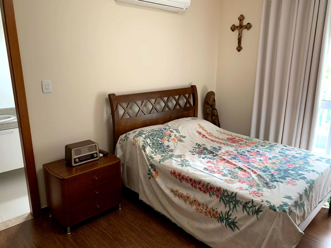 Excelente semi novo apartamento com 160m, uma quadra da Praia, Duas vagas de garagem, 3 suítes - foto 34