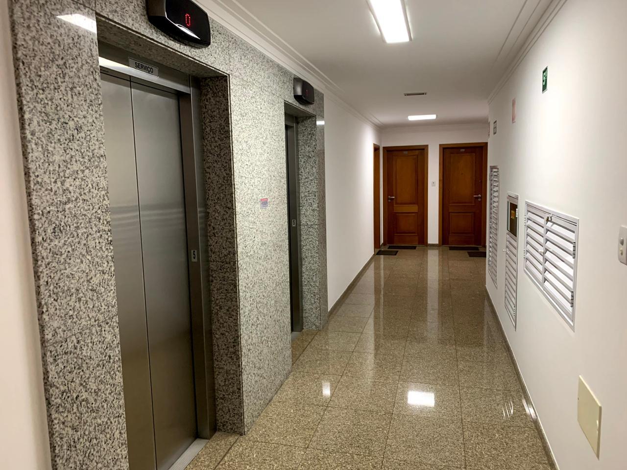 Excelente semi novo apartamento com 160m, uma quadra da Praia, Duas vagas de garagem, 3 suítes - foto 33