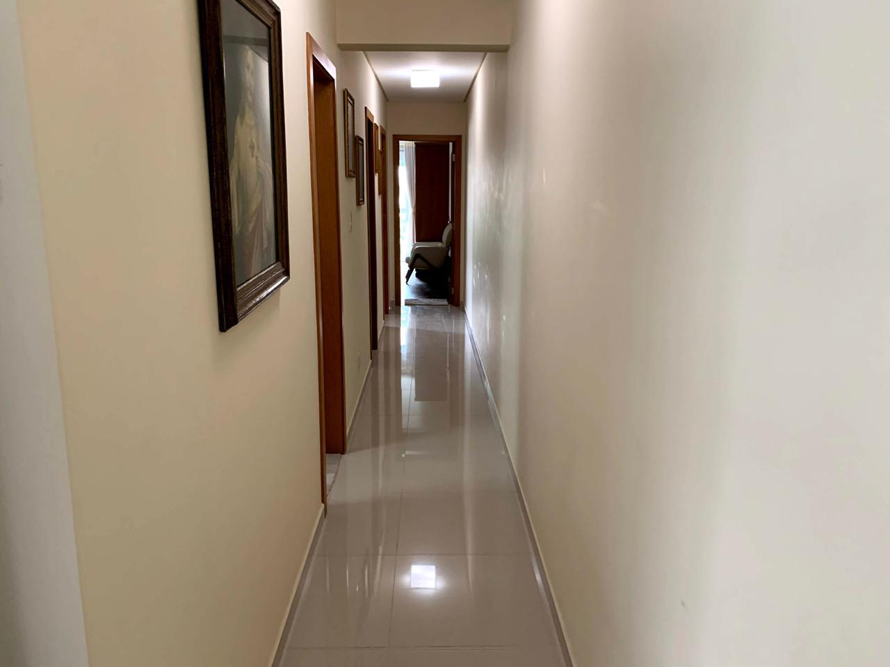 Excelente semi novo apartamento com 160m, uma quadra da Praia, Duas vagas de garagem, 3 suítes - foto 19