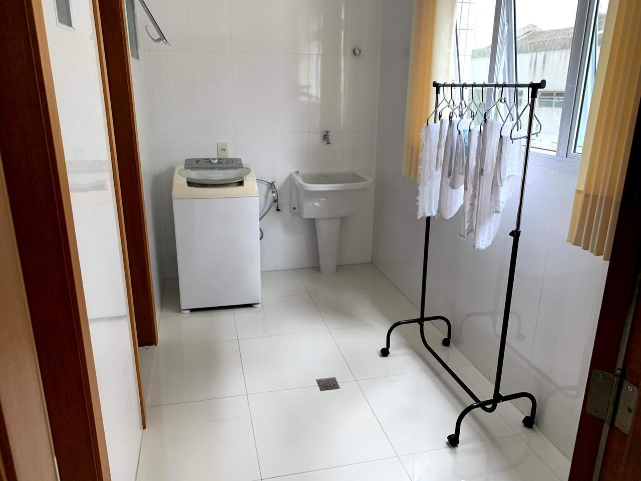 Excelente semi novo apartamento com 160m, uma quadra da Praia, Duas vagas de garagem, 3 suítes - foto 15