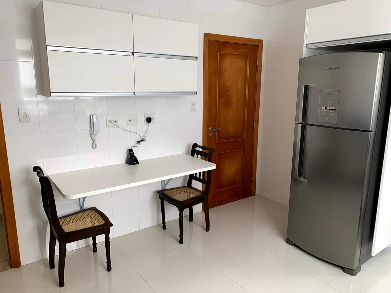 Excelente semi novo apartamento com 160m, uma quadra da Praia, Duas vagas de garagem, 3 suítes - foto 12