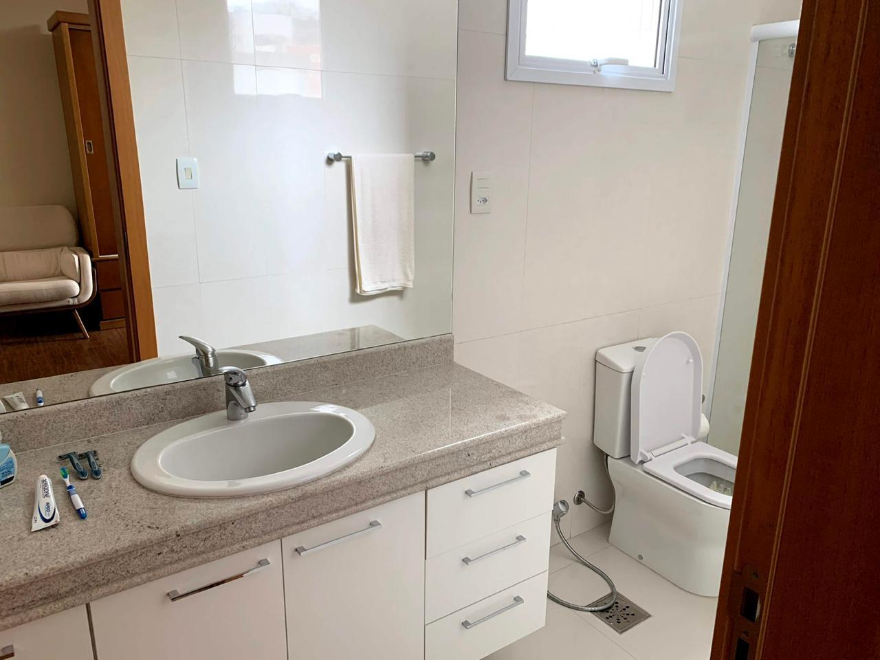 Excelente semi novo apartamento com 160m, uma quadra da Praia, Duas vagas de garagem, 3 suítes - foto 11