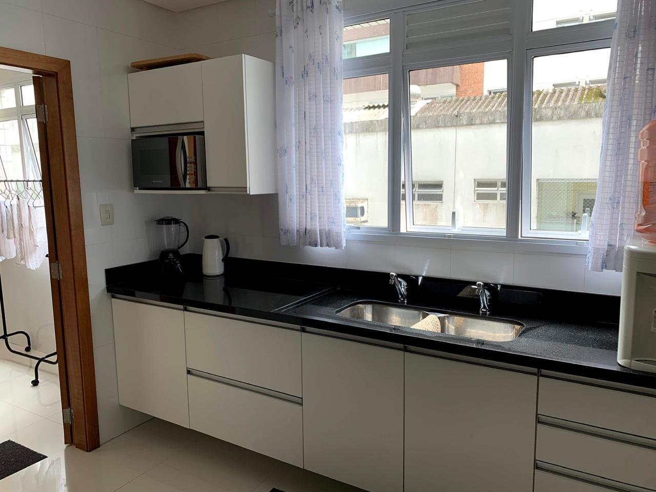 Excelente semi novo apartamento com 160m, uma quadra da Praia, Duas vagas de garagem, 3 suítes - foto 10