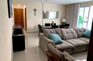 Excelente semi novo apartamento com 160m, uma quadra da Praia, Duas vagas de garagem, 3 suítes