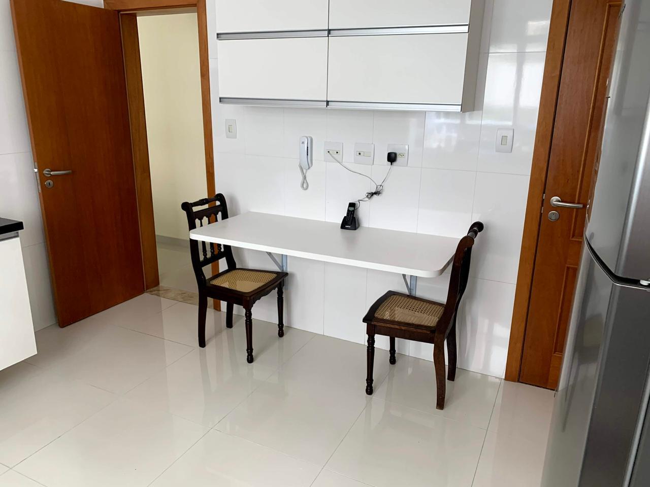 Excelente semi novo apartamento com 160m, uma quadra da Praia, Duas vagas de garagem, 3 suítes - foto 7