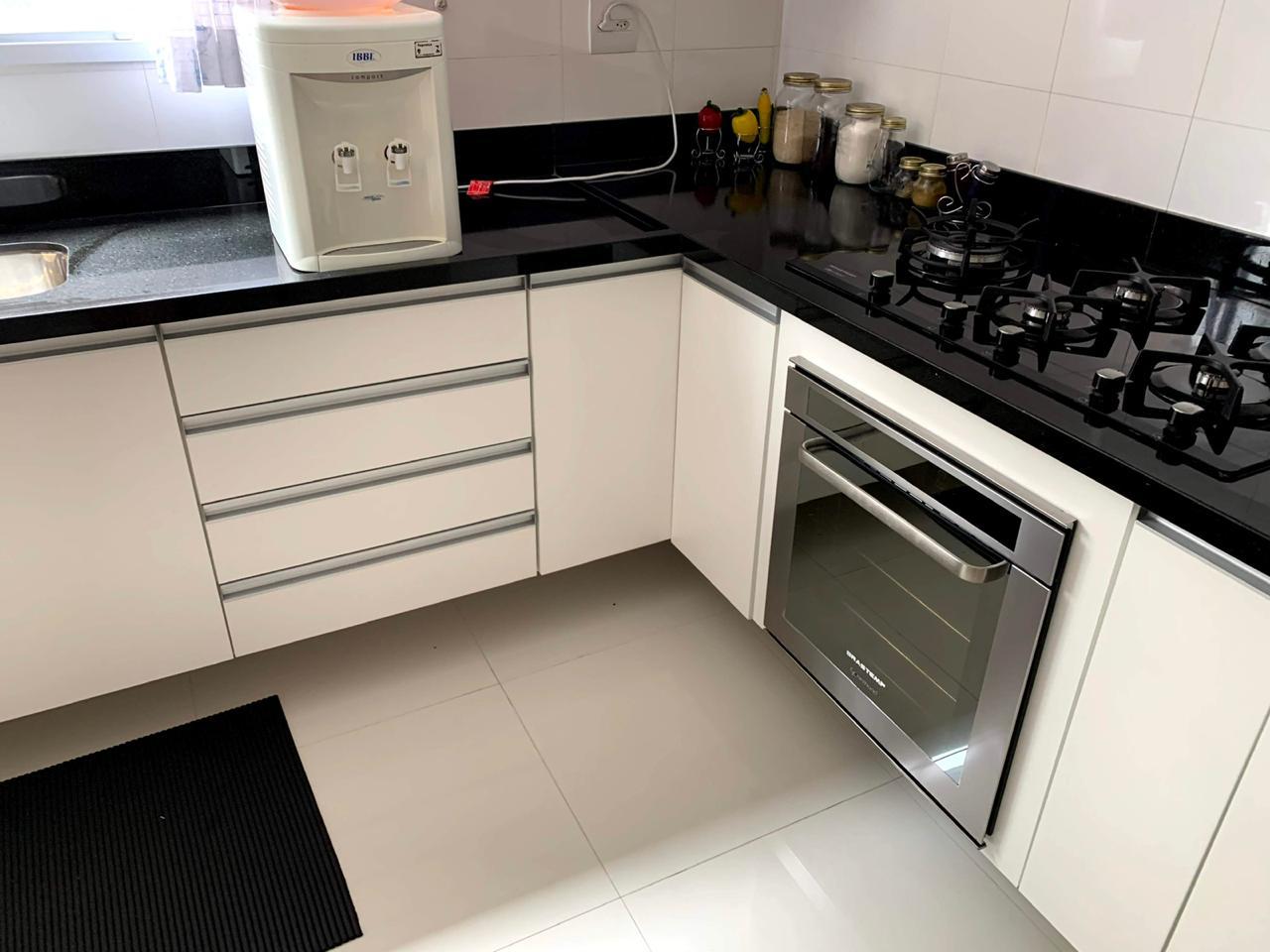 Excelente semi novo apartamento com 160m, uma quadra da Praia, Duas vagas de garagem, 3 suítes - foto 5
