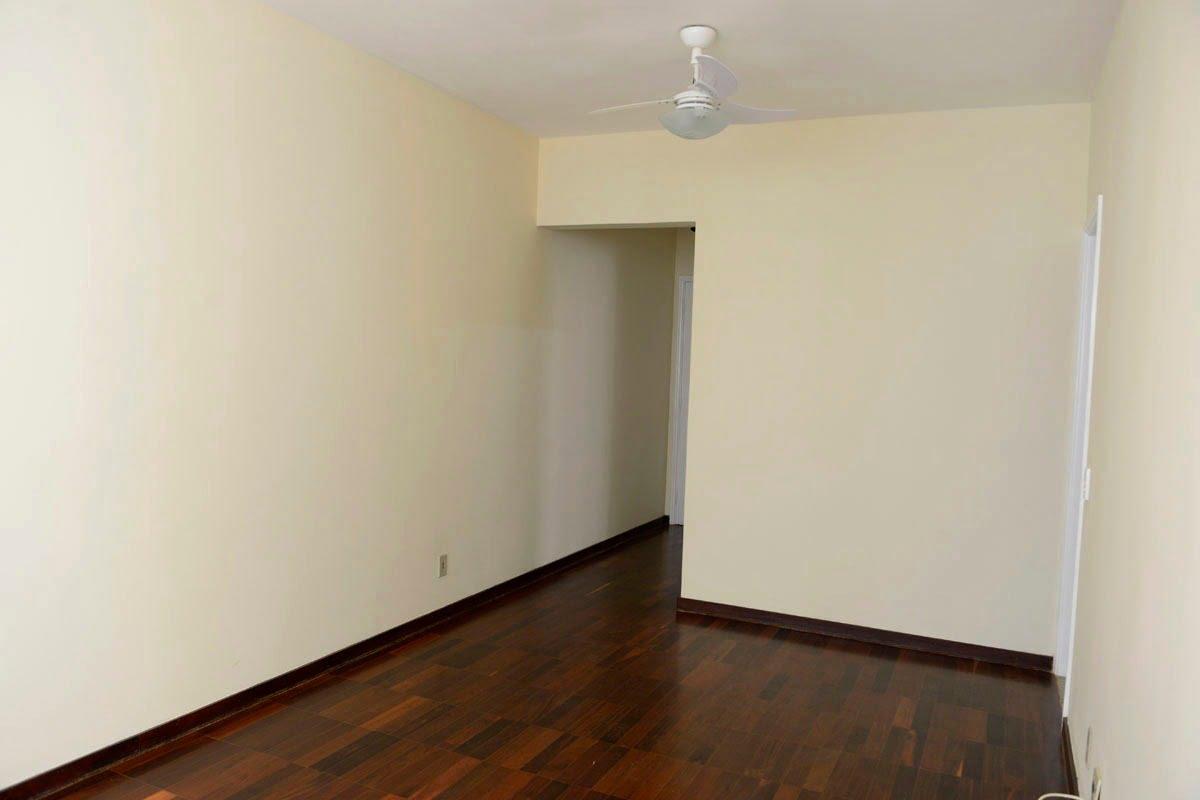 Amplo apartamento Boqueirão ( canal 4) de 1 dormitório com uma área interna de 61,m². - foto 11