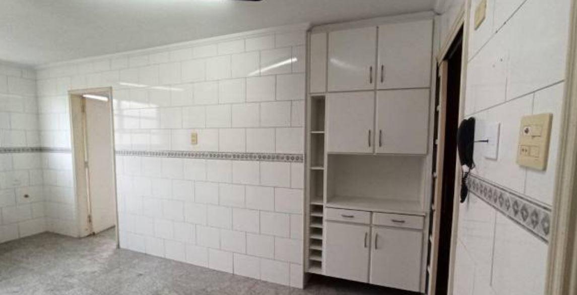 Amplo apartamento no Gonzaga, com ótima vista Livre, 02 dormitórios com armários embutidos, com uma suíte, com dependência completa de empregada. - foto 9