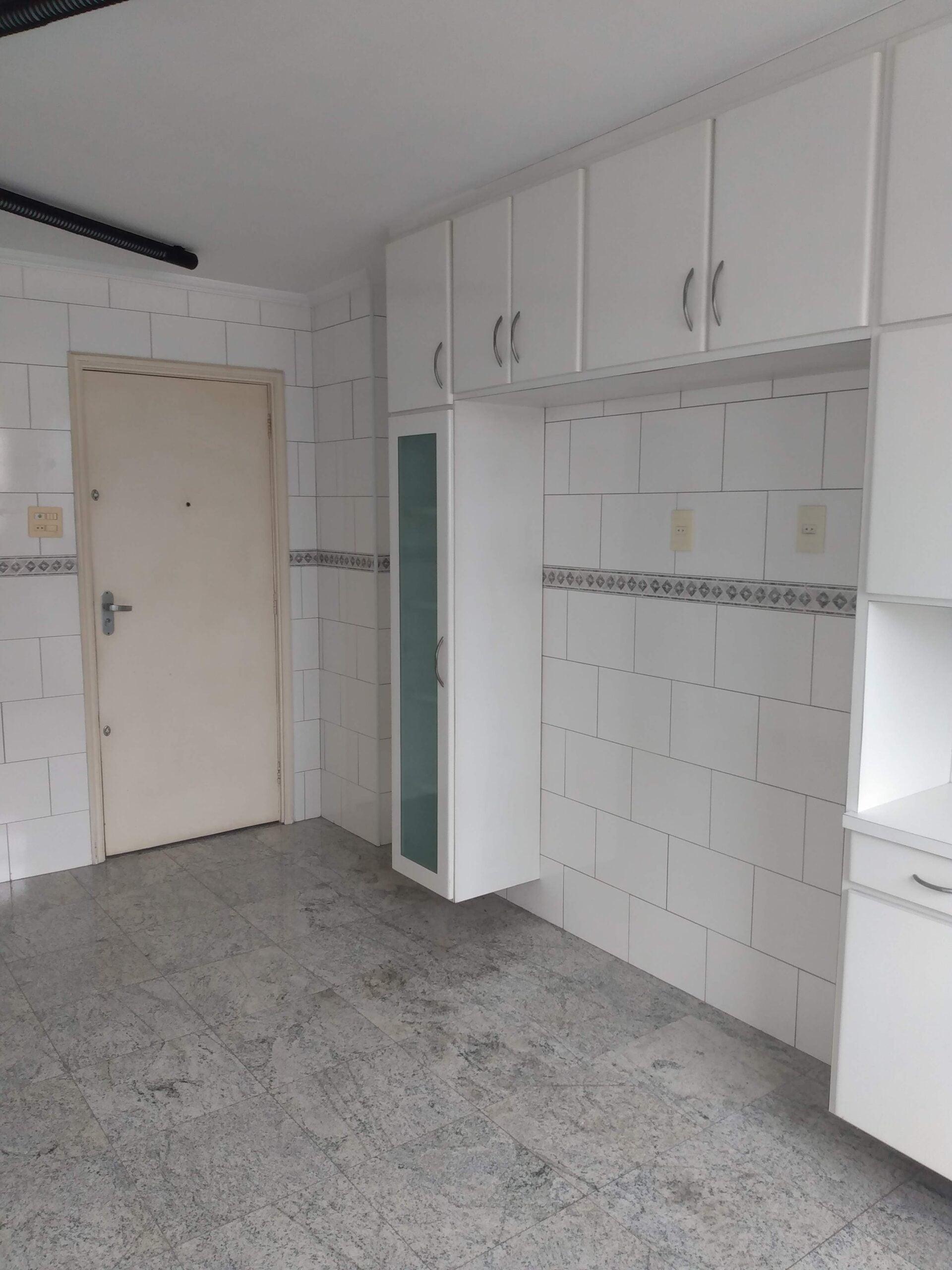 Amplo apartamento no Gonzaga, com ótima vista Livre, 02 dormitórios com armários embutidos, com uma suíte, com dependência completa de empregada. - foto 27