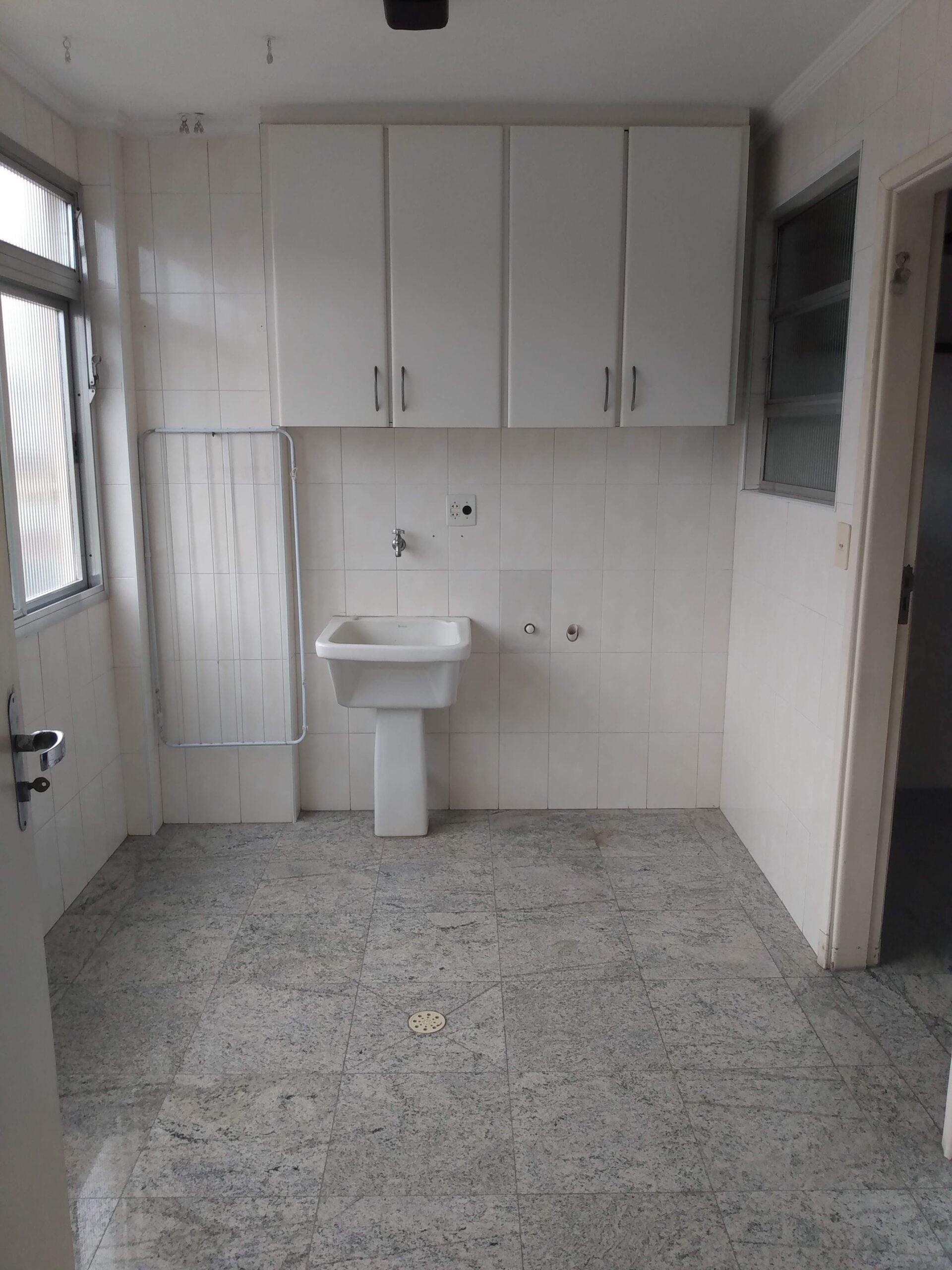 Amplo apartamento no Gonzaga, com ótima vista Livre, 02 dormitórios com armários embutidos, com uma suíte, com dependência completa de empregada. - foto 26