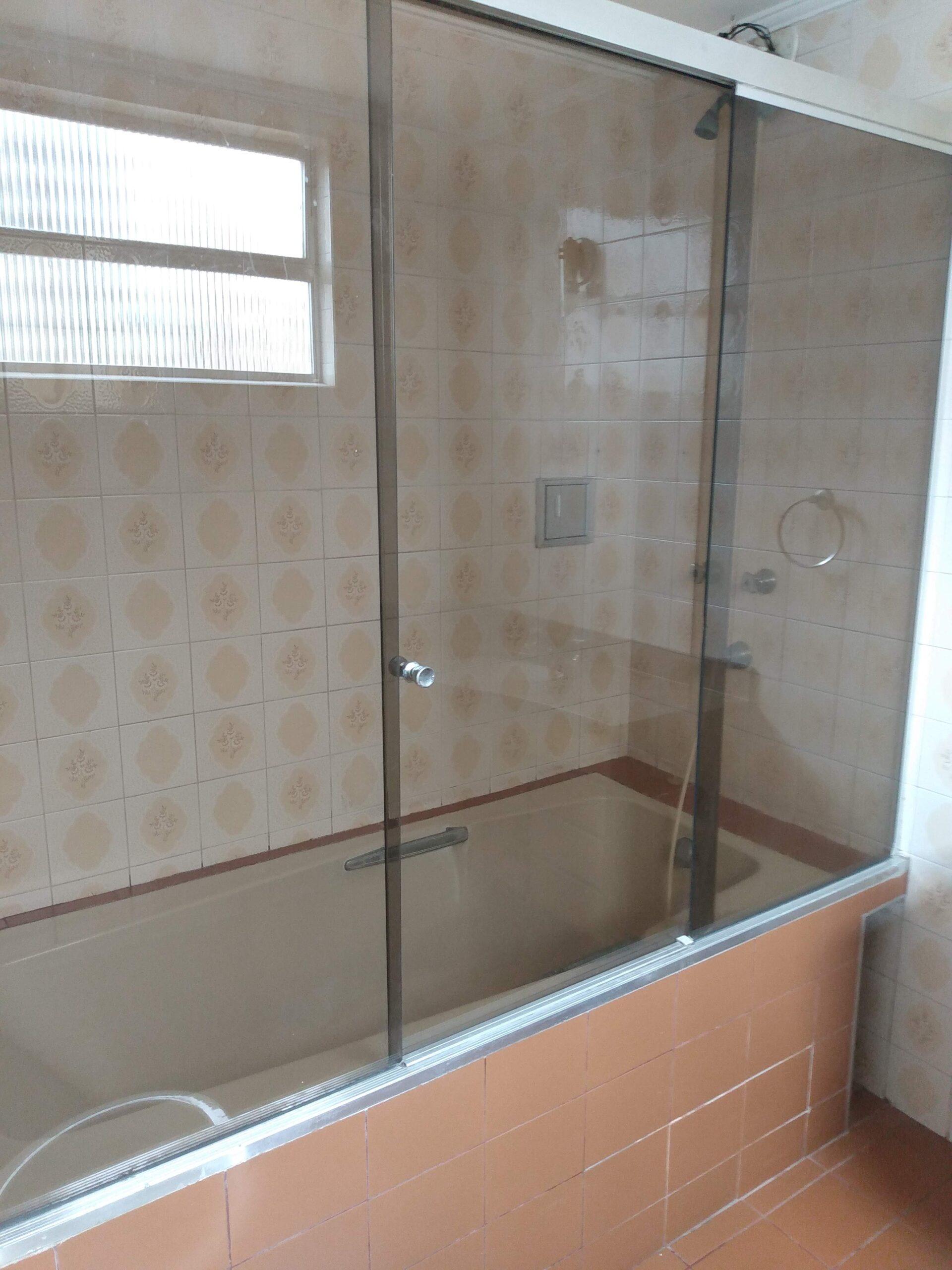 Amplo apartamento no Gonzaga, com ótima vista Livre, 02 dormitórios com armários embutidos, com uma suíte, com dependência completa de empregada. - foto 1