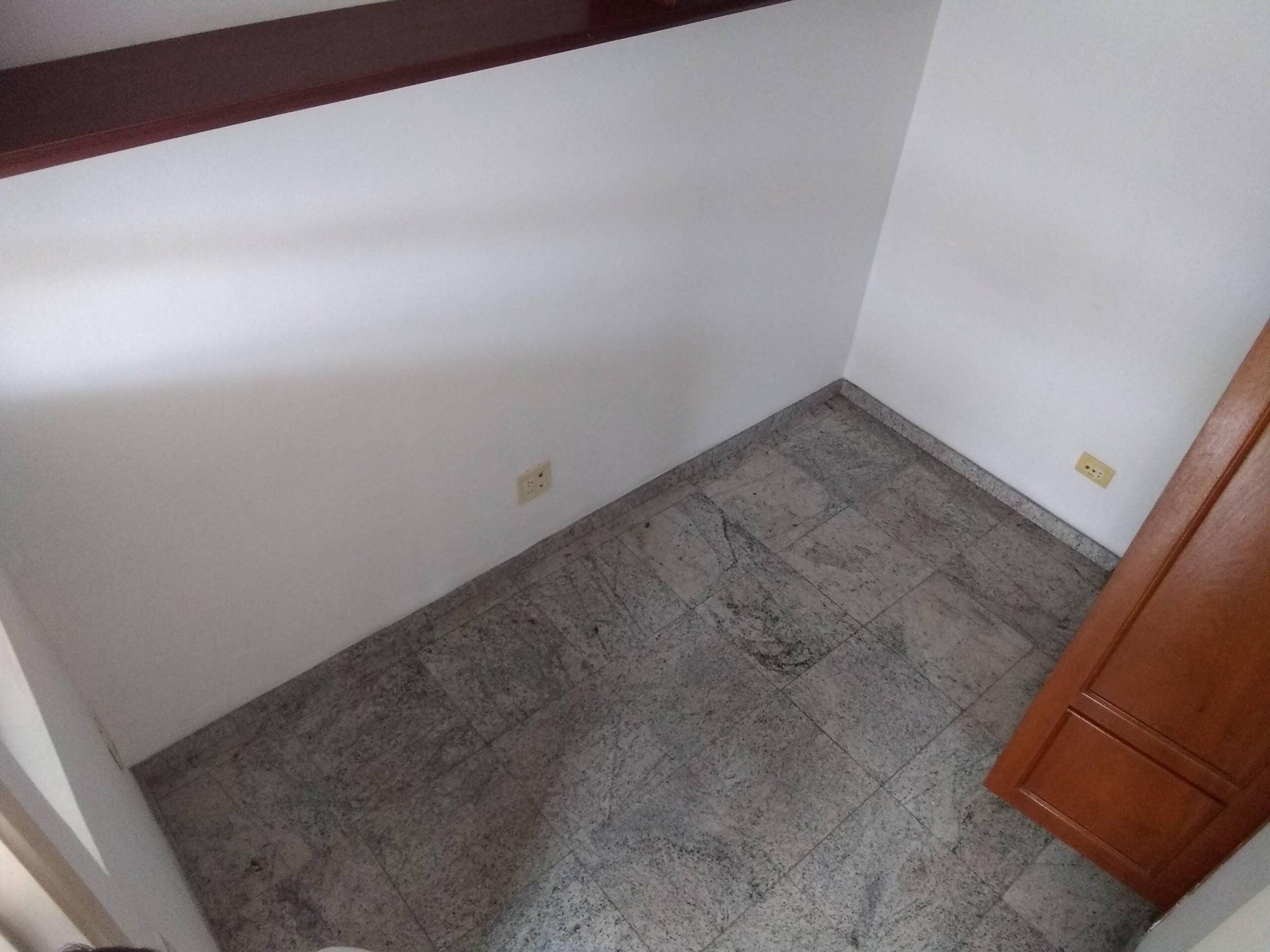 Amplo apartamento no Gonzaga, com ótima vista Livre, 02 dormitórios com armários embutidos, com uma suíte, com dependência completa de empregada. - foto 22
