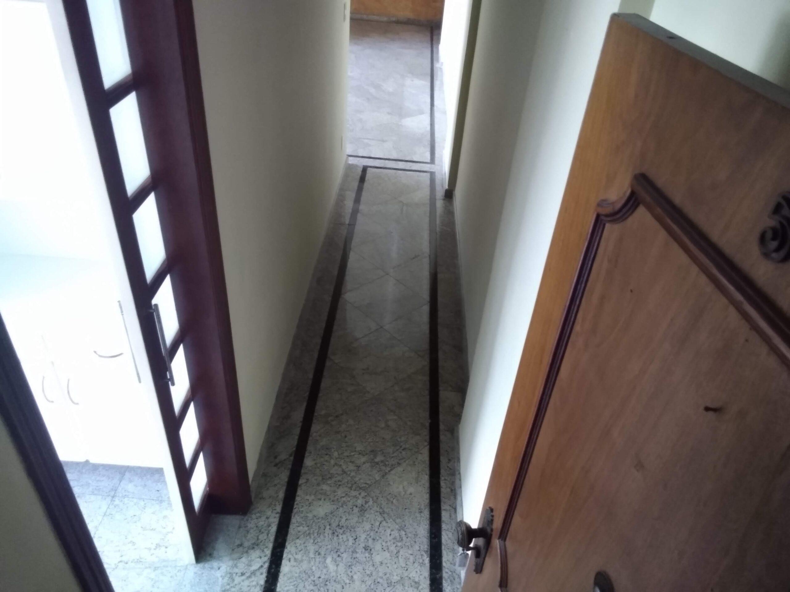 Amplo apartamento no Gonzaga, com ótima vista Livre, 02 dormitórios com armários embutidos, com uma suíte, com dependência completa de empregada. - foto 19