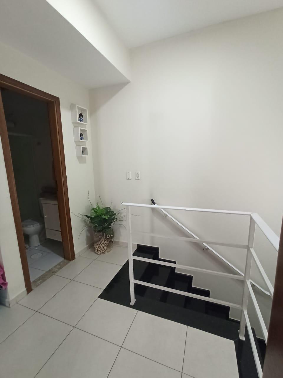 Casa com 3 quartos, sendo um suíte, sala 2 ambientes, três banheiros e duas vagas de garagem. - foto 16