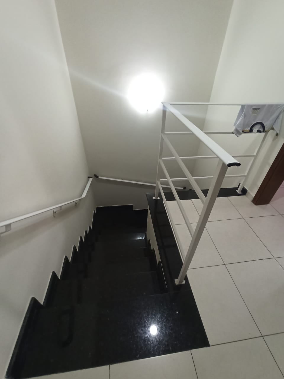 Casa com 3 quartos, sendo um suíte, sala 2 ambientes, três banheiros e duas vagas de garagem. - foto 15