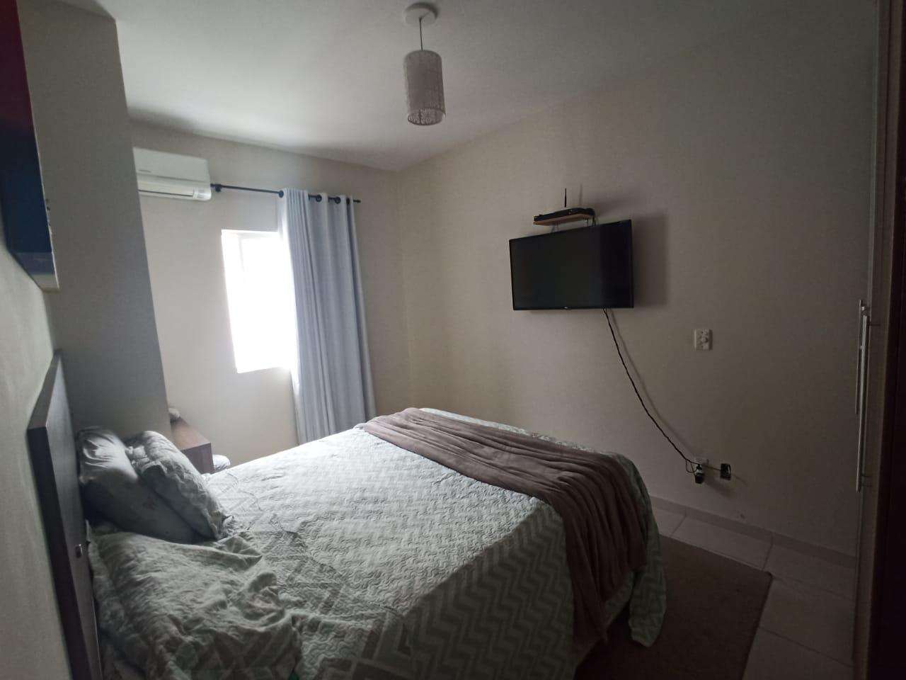 Casa com 3 quartos, sendo um suíte, sala 2 ambientes, três banheiros e duas vagas de garagem. - foto 14