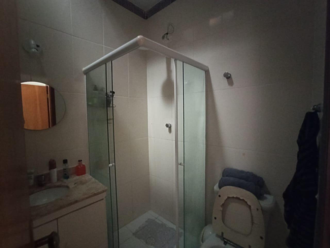 Casa com 3 quartos, sendo um suíte, sala 2 ambientes, três banheiros e duas vagas de garagem. - foto 12