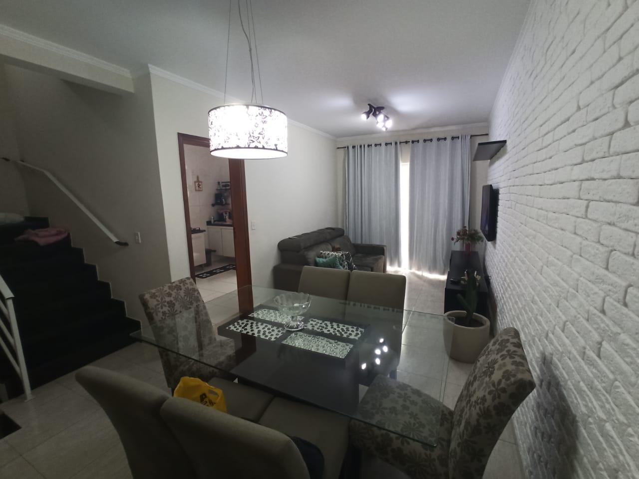 Casa com 3 quartos, sendo um suíte, sala 2 ambientes, três banheiros e duas vagas de garagem. - foto 3