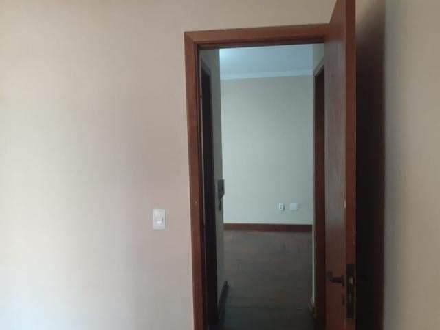 Ótimo apartamento 2 dormitórios,vila matias em Santos com sala para 2 ambientes com sacada. - foto 3