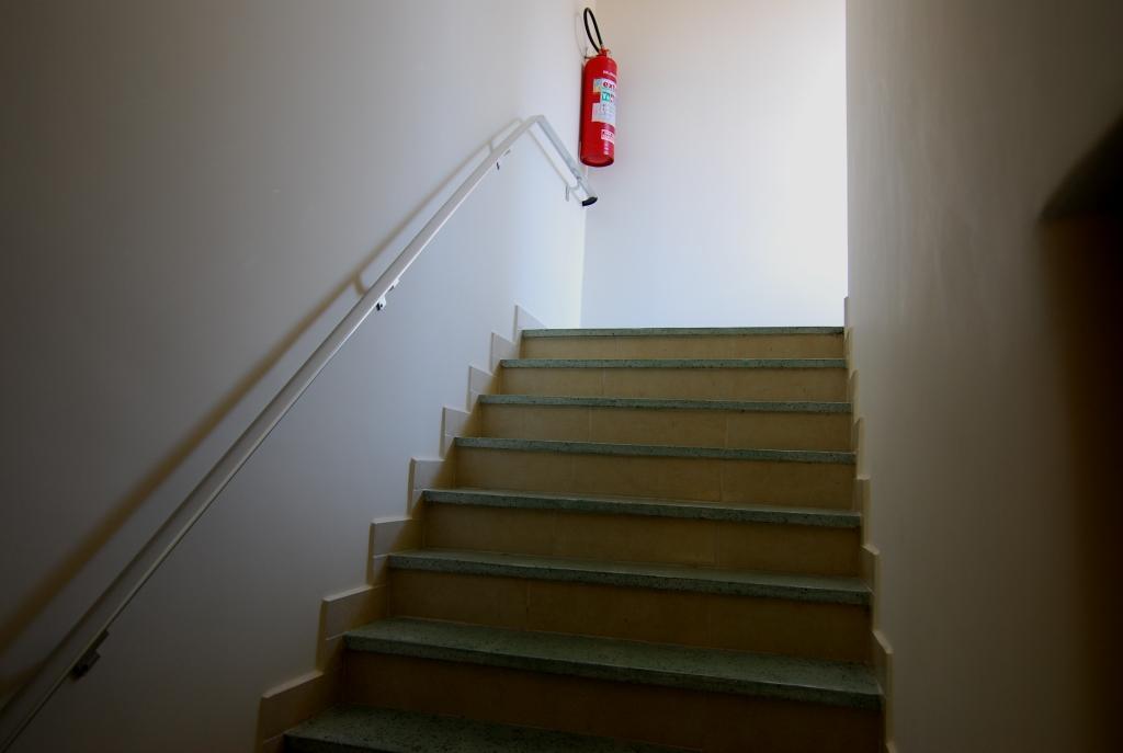 próximo ao canal 5 em prédio de 3 andares , bom apartamento totalmente reformado com 2 dormitórios . - foto 21