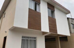 Sobrados com 2 dormitórios e uma vaga garagem coletiva em São Vicente semi novas